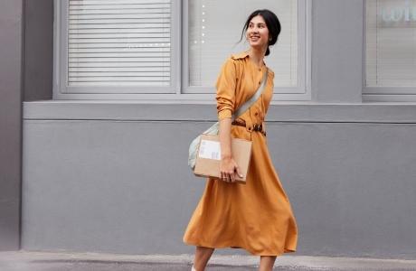 Une femme avec son mobile